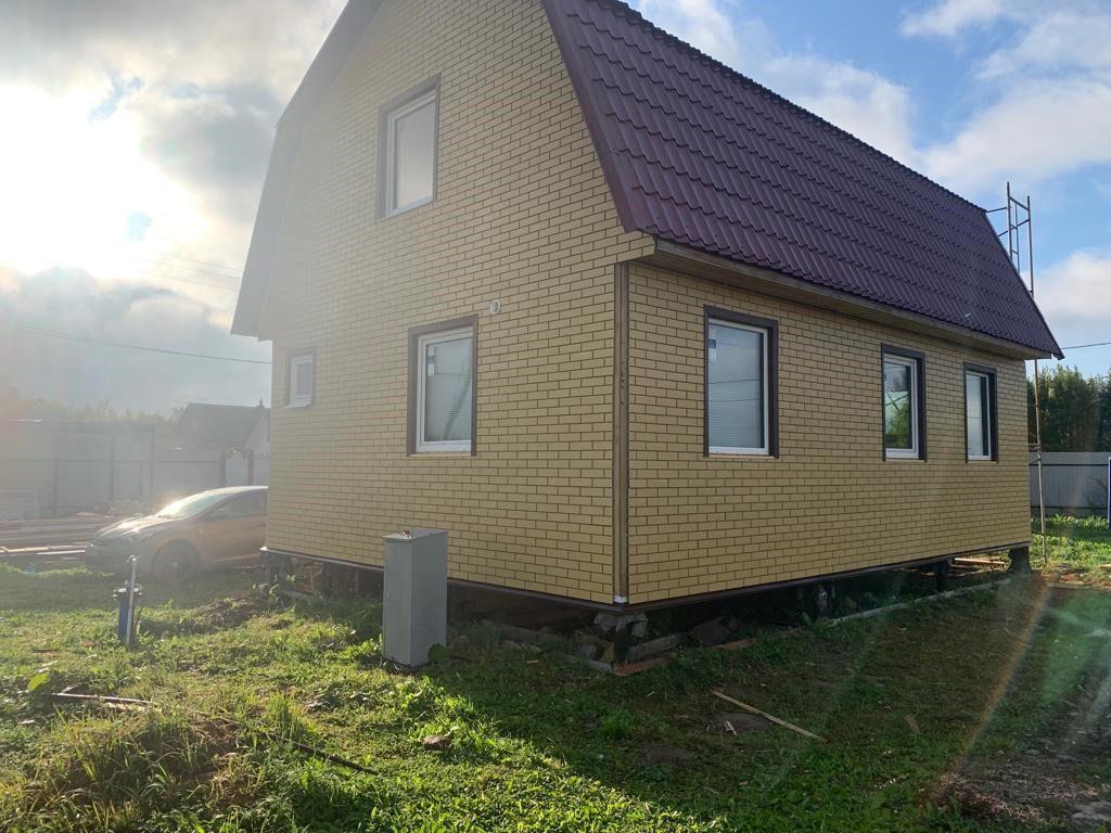 Фасадная панель желтый кирпич Brick Panel на доме