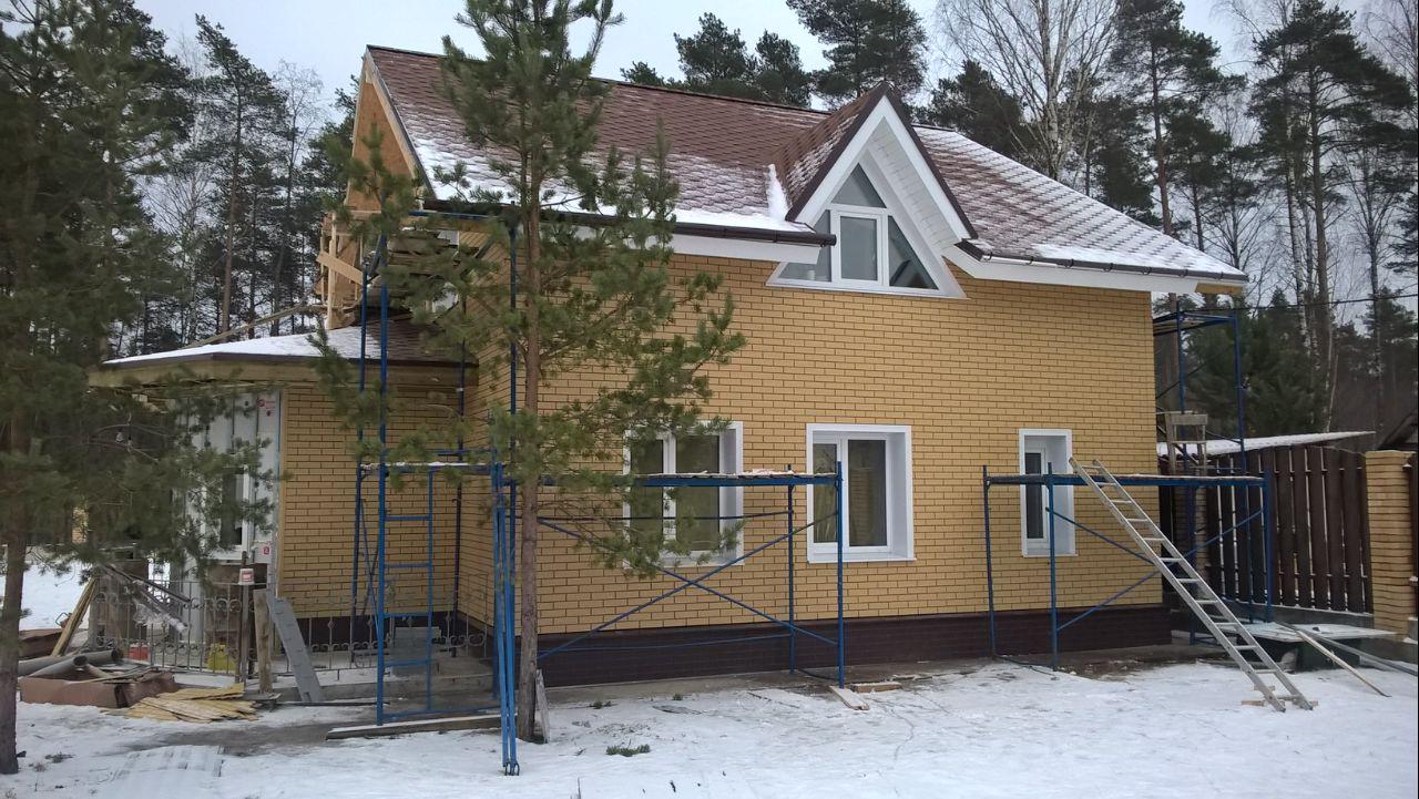 фасадные панели Steindorf на доме зимой